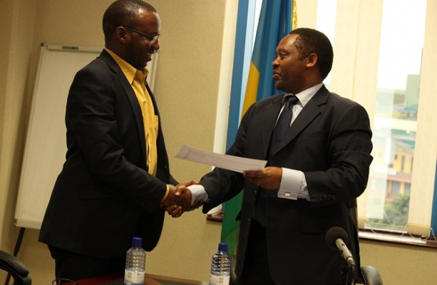 RGB Chief handing over the certificate